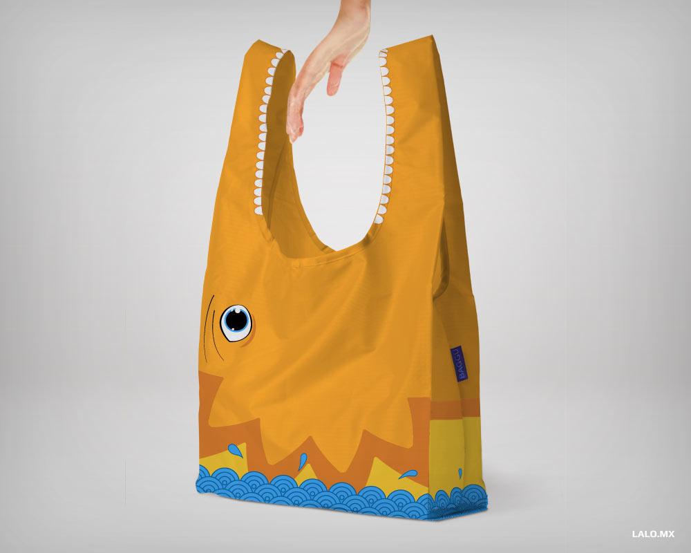 Bolsa de playa con forma de dragón saliendo del agua.
